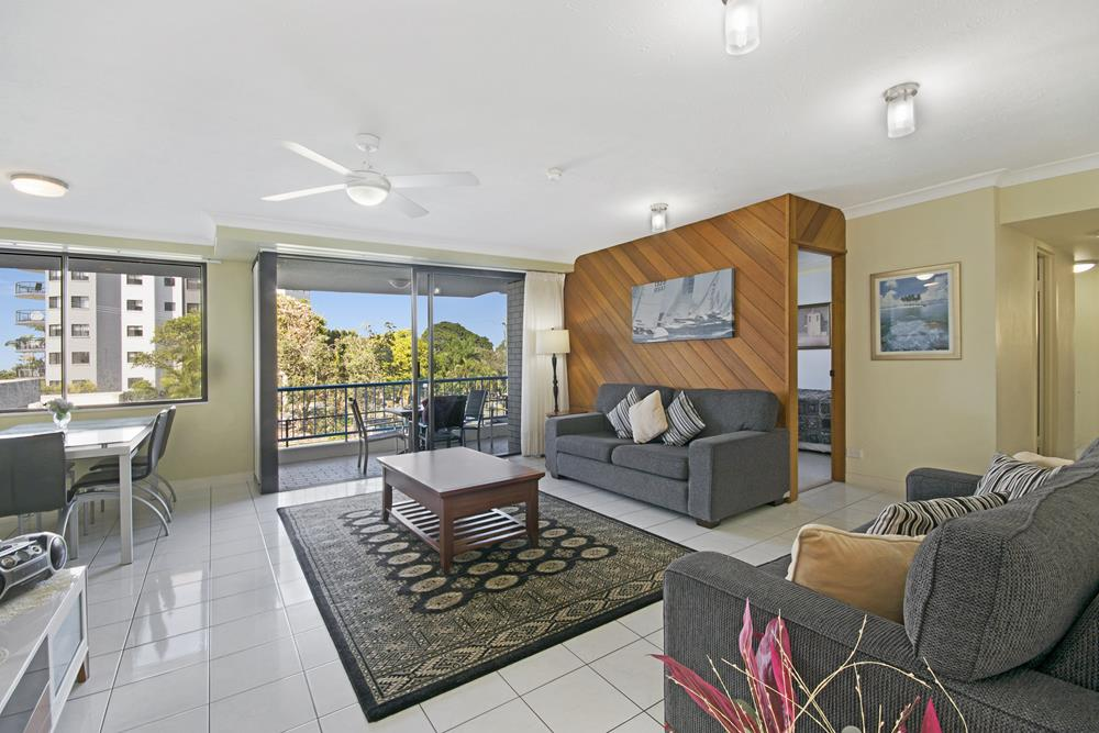 kings beach single parents Parents can watch from the and if you need six single beds for your you will know this caloundra accommodation kings beach is the right place from the.