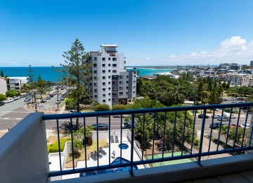 3-bedroom-Caloundra-Accommodation-07